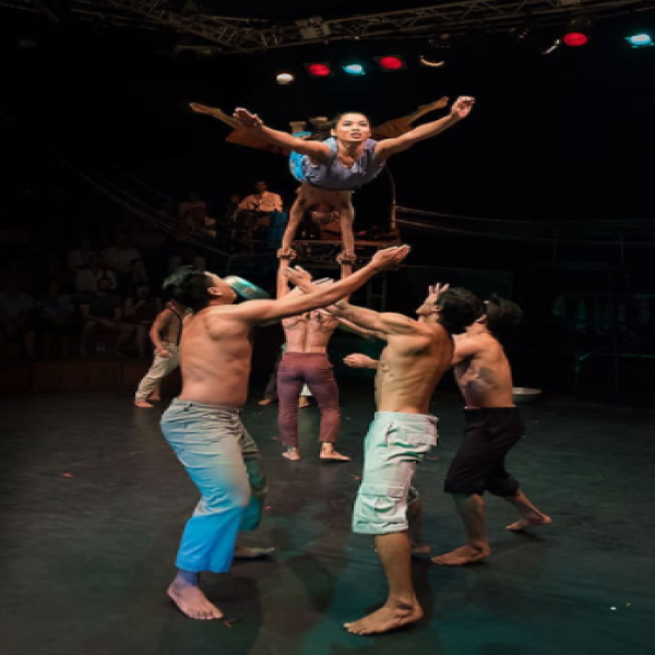 Siem Reap city tour and the Cambodian circus